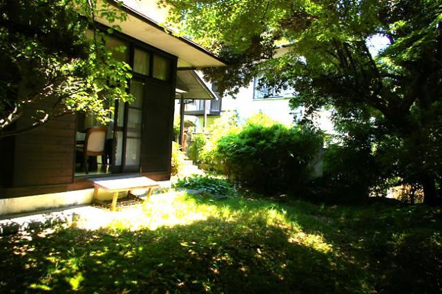 懐かしい鎌倉の庭付き一戸建て